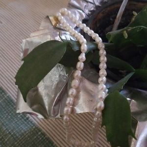 """Jewelry - Small Pearl's necklace 19"""" long"""